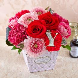 日比谷花壇【日比谷花壇】HAPPY BIRTHDAY イニシャルアレンジメント「Y」