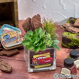 【日比谷花壇】ディズニー カラーサンド アーティフィシャル 多肉植物 寄せ植えアレンジメント 「CARS」