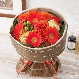 <日比谷花壇>そのまま飾れるブーケ「グランデ・オレンジ」
